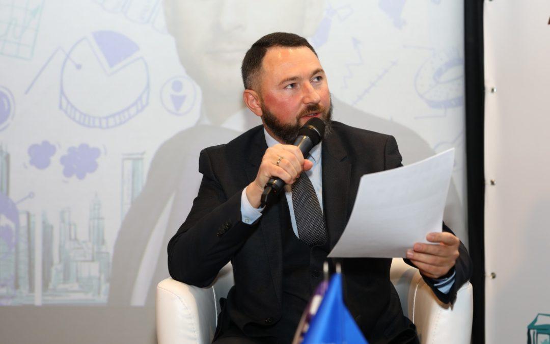 Олег Вдовичен головував на сесії Податкового форуму